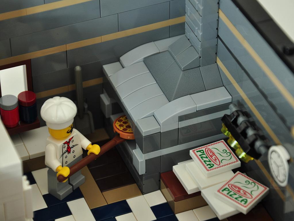 Pizzaparlor_11_t.JPG